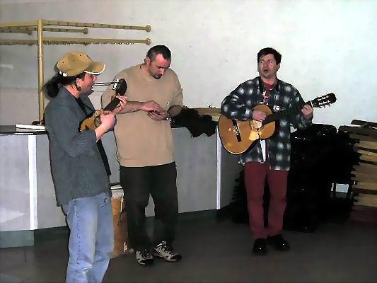 Zimowe Powwow - Międzychód 2004 - Olek, Mangas i Gawron w koncercie muzyki andyjskiej. Foto Co. Magdalena i Dariusz Lipeccy 2004